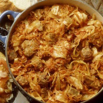 Тушеная капуста с мясом и барбарисом - рецепт с фото