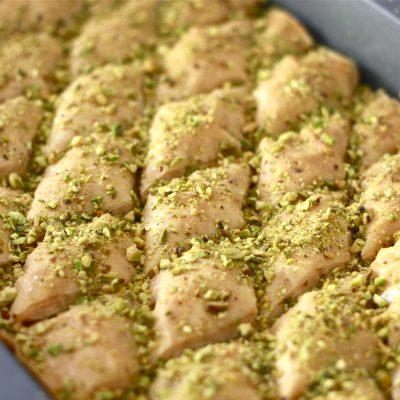 Арабская пахлава (баклава) с фиасташками - рецепт с фото
