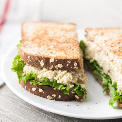 Бутерброды с куриными окорочками и яйцами - рецепт с фото
