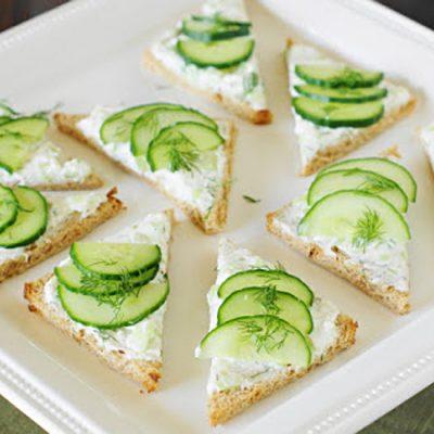 Бутерброды с творогом и свежим огурцом - рецепт с фото