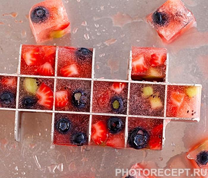 Цветной лед с ягодами для напитков