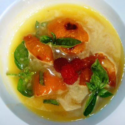 Десертный суп из ананасов и карамелизированных абрикосов - рецепт с фото