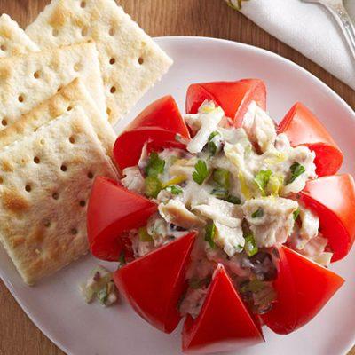 Фаршированный помидор салатом из тунца с сельдереем - рецепт с фото