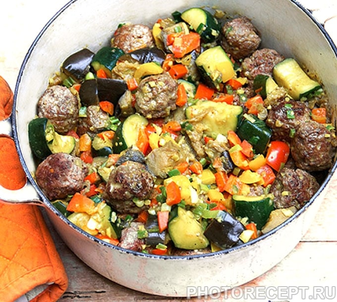 Капоната — овощное рагу с тефтелями