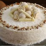Кокосовый торт «Рафаэлло» с ликерной пропиткой