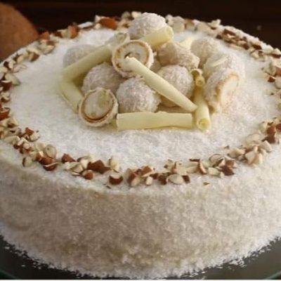 Кокосовый торт «Рафаэлло» с ликерной пропиткой - рецепт с фото