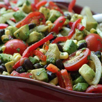 Мексиканский салат с фасолью, авокадо и черри - рецепт с фото