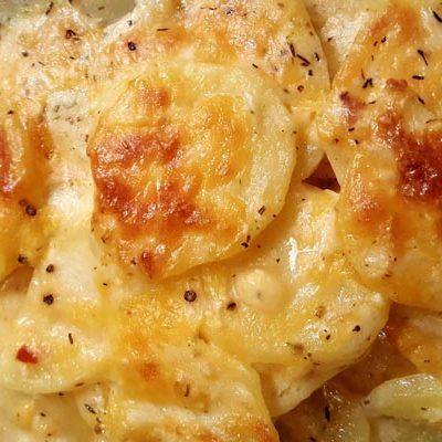 Нежный запеченный картофель с сыром - рецепт с фото