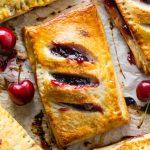 Пирожки с вишней из слоеного теста