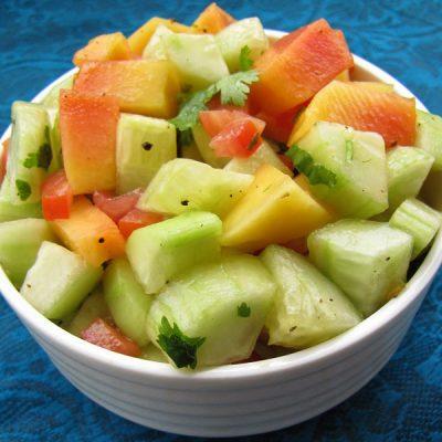 Салат экзотический с папайей и огурцами - рецепт с фото
