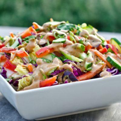 Пестрый салат из капусты, сладкого перца и огурцов - рецепт с фото