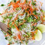 Салат из рисовой лапши с огурцами и морковью