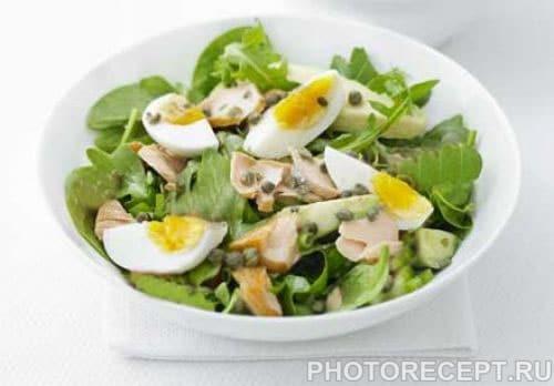 Салат из жареного минтая с солеными огурцами