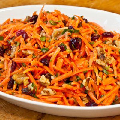 Салат морковный с грецкими орешками и гранатовыми зернами - рецепт с фото