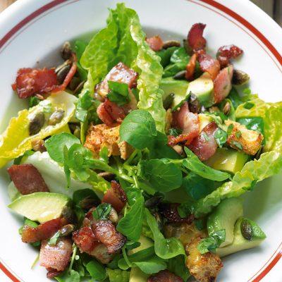 Салат с авокадо и беконом - рецепт с фото