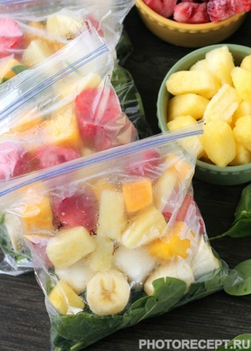 Фото рецепта - Смузи на зиму из фруктов, ягод и шпината - шаг 3