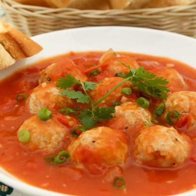 Томатный суп с рисом и мясными фрикадельками - рецепт с фото