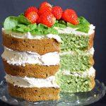 Торт из шпината со сливочным кремом и клубникой