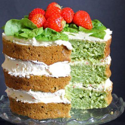 Торт из шпината со сливочным кремом и клубникой - рецепт с фото