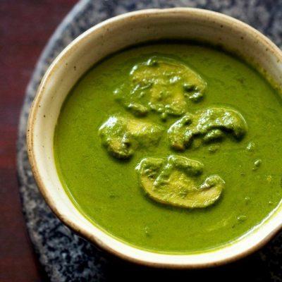 Холодный суп-пюре из шпината и сельдерея с шампиньонами - рецепт с фото