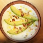 Холодный суп таратор из огурцов с авокадо
