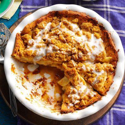 Заливной пирог с яблоками и бананом из хлебной крошки - рецепт с фото