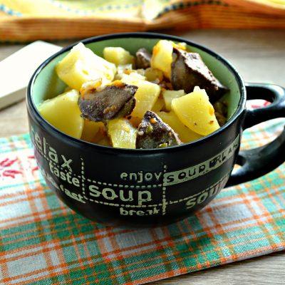 Картофель, тушеный с печенью в кастрюле - рецепт с фото