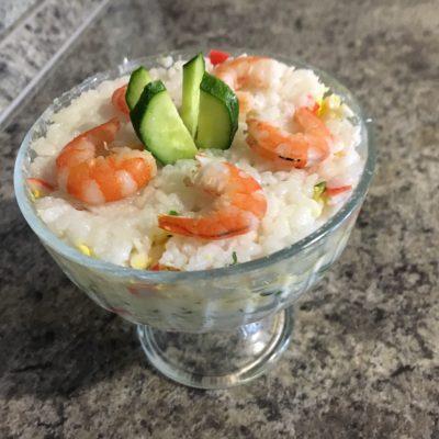 Слоеный салат с креветками - рецепт с фото