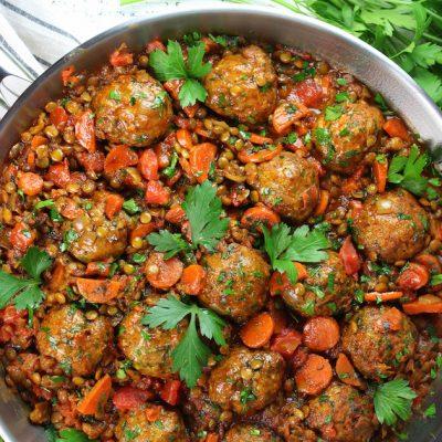 Фрикадельки из индейки с чечевицей и овощами - рецепт с фото