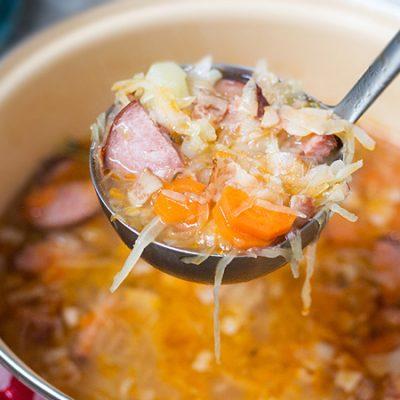 Капустняк — польские щи из квашеной капусты с колбасой - рецепт с фото