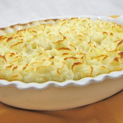 Запеканка из картофельного и овощного пюре с курицей - рецепт с фото