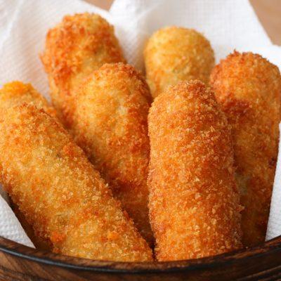 Картофельные палочки с сырной начинкой - рецепт с фото
