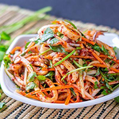 Морковный острый салат с кальмарами по-корейски - рецепт с фото