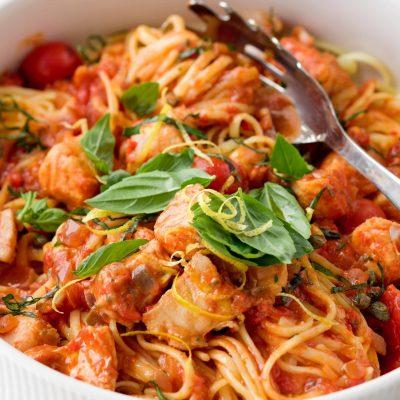 Паста с помидорами и рыбой минтай - рецепт с фото