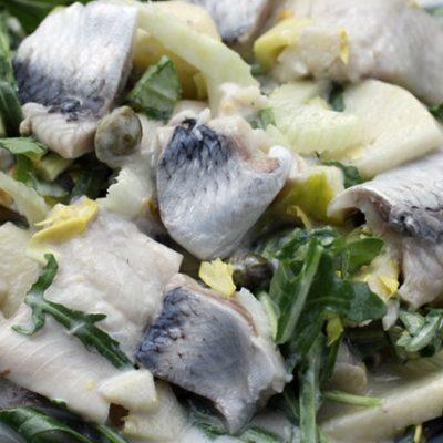 Салат из сельди с яблоком - рецепт с фото