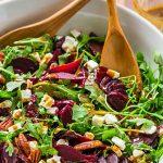 Диетический свекольный салат с рукколой и сыром