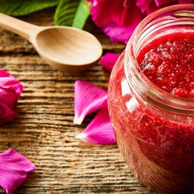 Варенье из земляники с лепестками роз на зиму - рецепт с фото