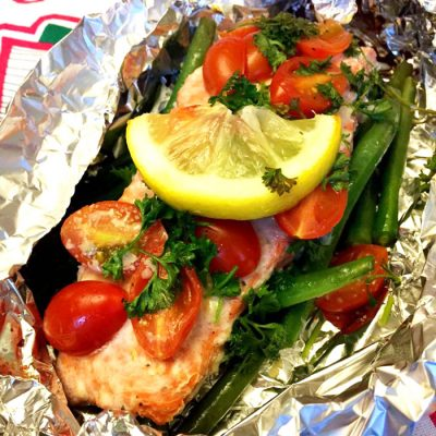 Запеченная семга с томатами и стручковой фасолью - рецепт с фото