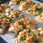Запеченное рыбное филе с овощами и сыром