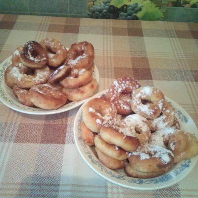 Сладкие пончики на кефире - рецепт с фото