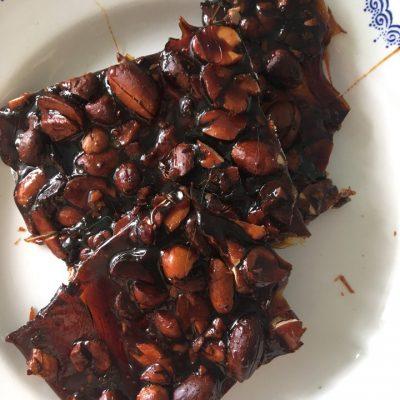 Грильяжные конфеты с арахисом - рецепт с фото