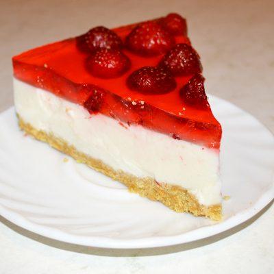 Творожно-желейный торт с клубникой - рецепт с фото