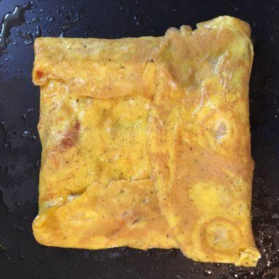 Фото рецепта - Яичница с помидорами и сыром - шаг 6