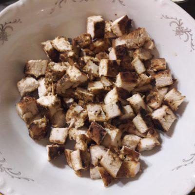Фото рецепта - Салат «Цезарь» по-домашнему - шаг 2