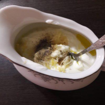 Фото рецепта - Салат «Цезарь» по-домашнему - шаг 3