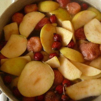Компот из ягод и фруктов - рецепт с фото