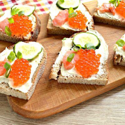 Бутерброды с соленой горбушей - рецепт с фото