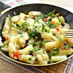 Картофель, жаренный с опятами и овощами