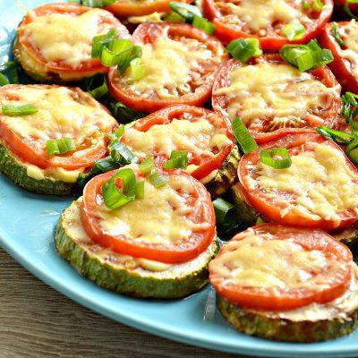 Кабачки с помидорами и сыром в духовке - рецепт с фото
