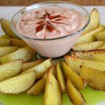 Картофель по-деревенски с соусом